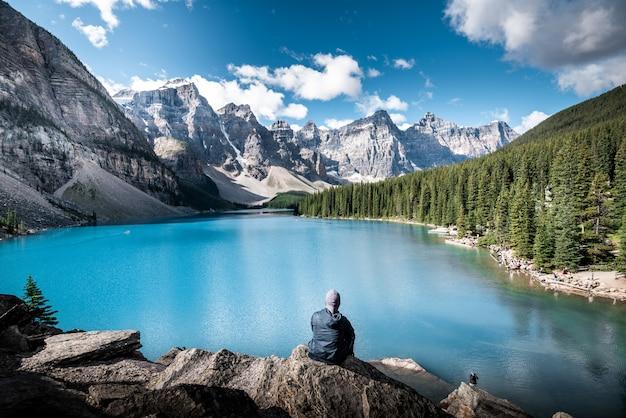 Hermoso lago en canadá