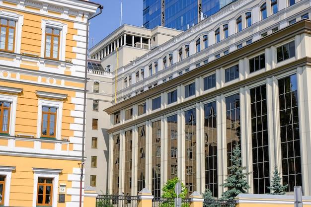 Hermoso y moderno edificio de oficinas en kiev