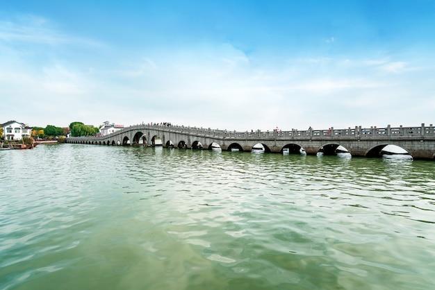 Hermoso paisaje en la antigua ciudad de zhouzhuang, suzhou, china