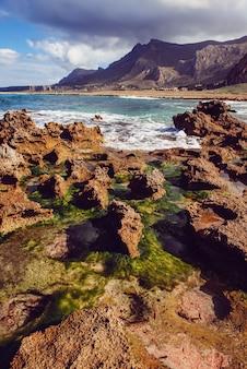 Hermoso paisaje del mar al atardecer