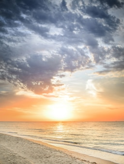 Hermoso paisaje marino de verano