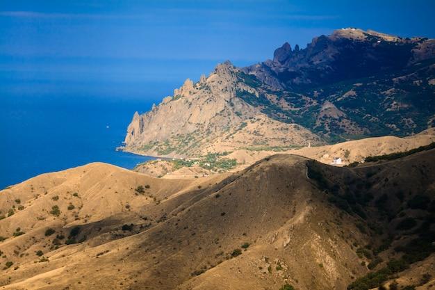Hermoso paisaje de montaña. fondo de la naturaleza