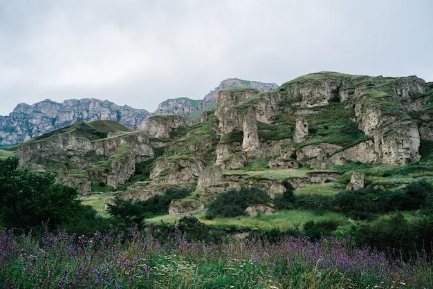 Hermoso paisaje natural de montañas, montañas del cáucaso, rusia, elbrus
