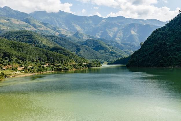Hermoso paisaje, provincia de lai chau, vietnam, río nam na.