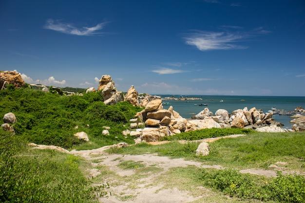 Hermoso paisaje con rocas, ke ga, binh thuan, vietnam.