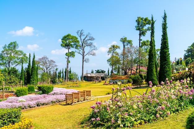 Hermoso parque jardín en la montaña en chiang mai, tailandia