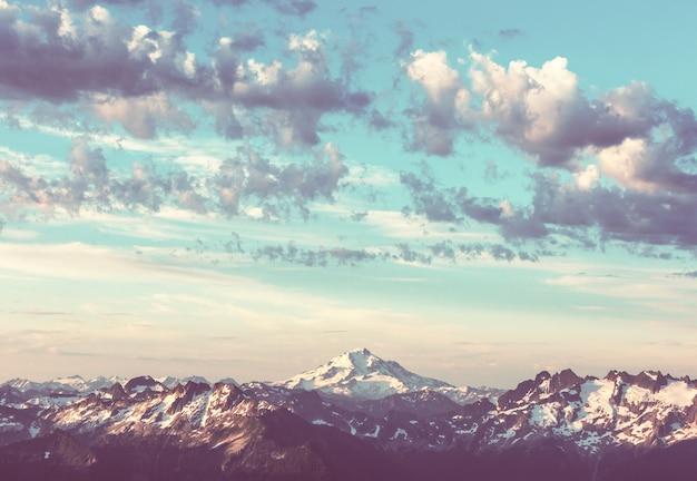Hermoso pico de montaña en north cascade range, washington / ee.