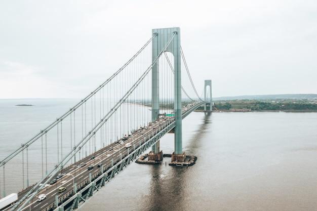 Hermoso puente verrazzano-narrows en la ciudad de nueva york, ee.