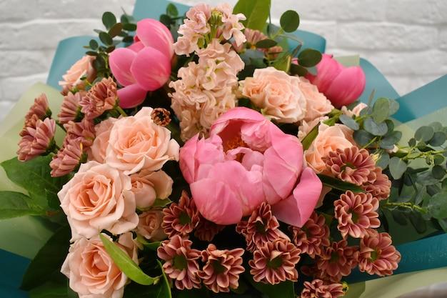 Hermoso ramo encantador para florería