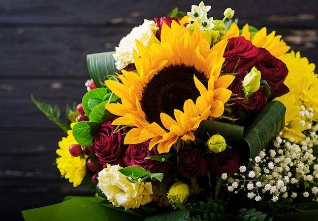 Hermoso ramo de flores diferentes