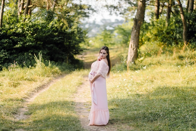 Hermoso retrato de mujer embarazada