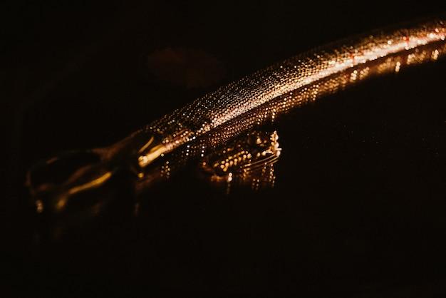 Hermoso sable indio dorado tradicional