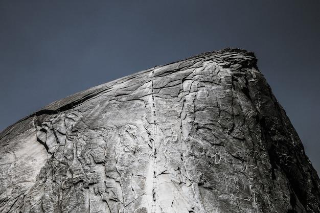 Hermoso tiro de roca con textura fresca