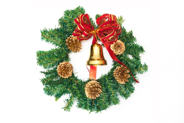 Hermosos adornos navideños aislados