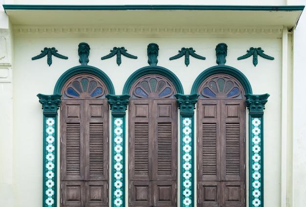 Hermosos y coloridos estilos de ventanas.