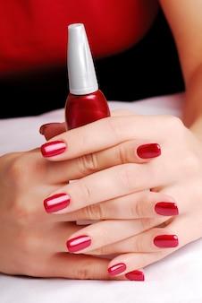Hermosos dedos bien cuidados