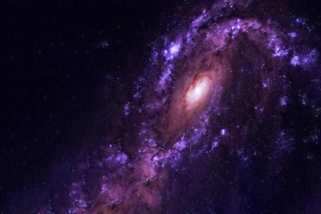 Los hermosos elementos de la galaxia espiral de esta imagen fueron proporcionados por la nasa