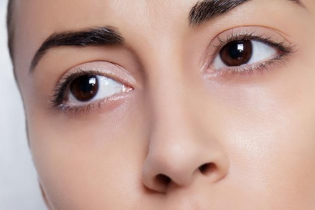 Hermosos ojos femeninos de cerca