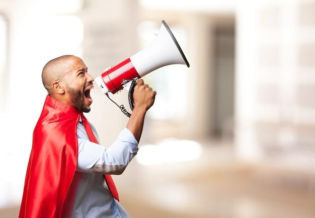 Héroe hombre negro enojado expresión