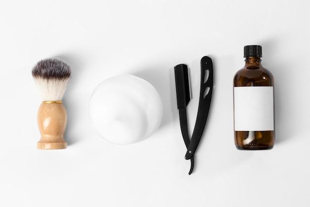 Herramientas para el cuidado de la barba y el cepillo.