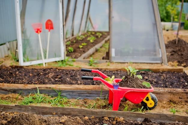 Herramientas infantiles para el jardín.