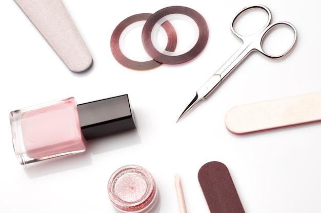 Herramientas de manicura y pedicura aisladas