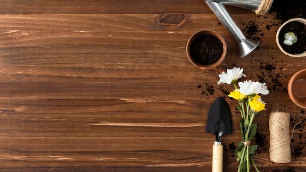 Herramientas planas para jardinería con espacio de copia