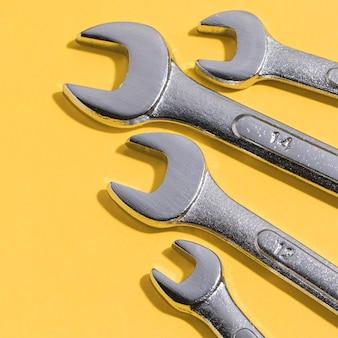 Herramientas de primer plano para mecánico