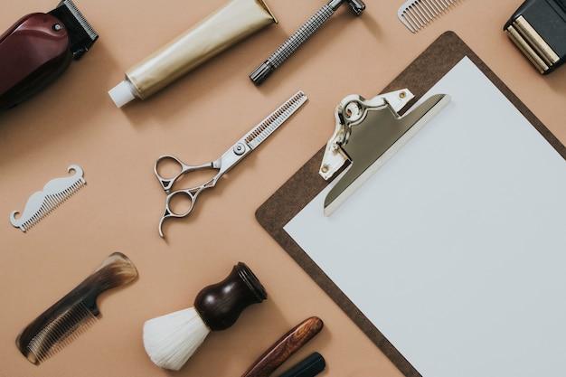 Herramientas de salón de portapapeles de papel vintage en trabajos y concepto de carrera
