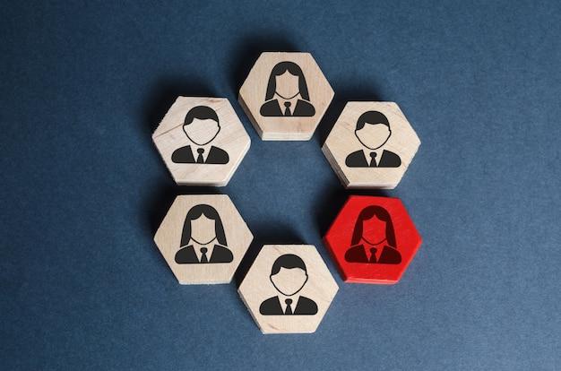 Hexágonos con empleados comerciales en una estructura organizada el líder o empleado es un eslabón débil