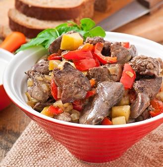 Hígado de pollo asado con verduras
