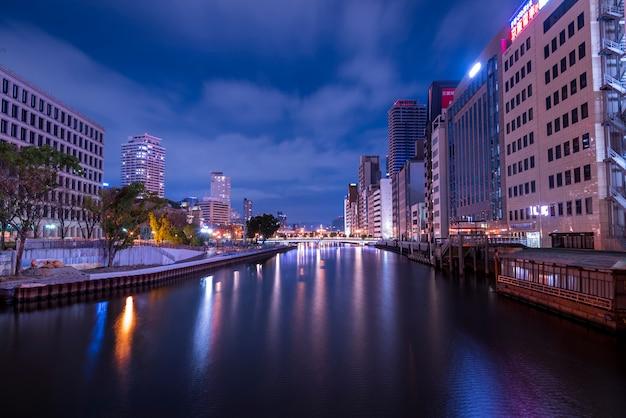 Highrise paisaje urbano hacinados rascacielos oficinas apartamentos osaka japón