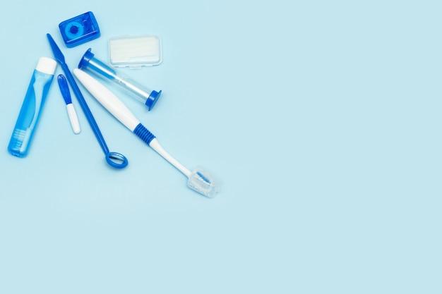 Higiene bucal para aparatos ortopédicos, kit de cuidados a domicilio. endecha plana