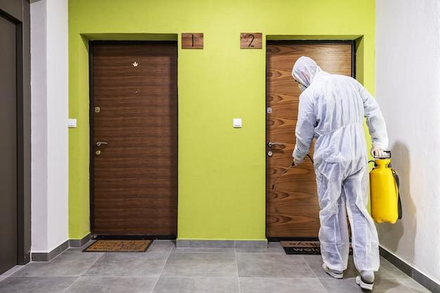 Higienización de superficies interiores. limpieza y desinfección dentro de edificios