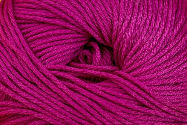 Hilo para tejer fondo de primer plano. magenta, rosa