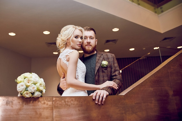 Hipster novio y la novia, amor y lealtad.