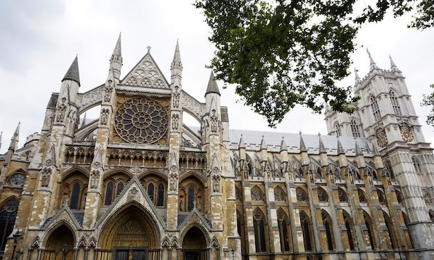 Historia del arquitecto torre famosa victoriana