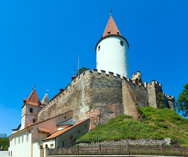 Histórico castillo medieval de krivoklat en república checa