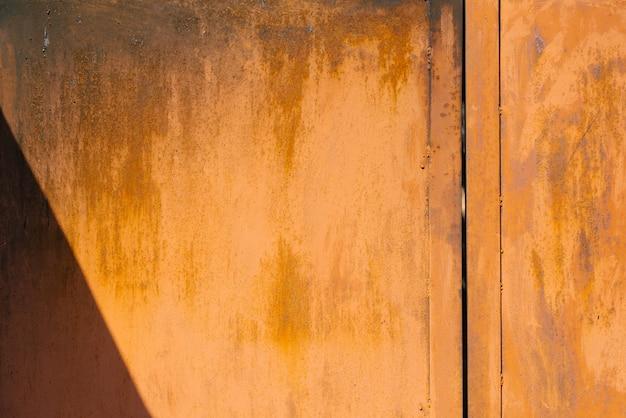 Hoja de metal oxidada naranja