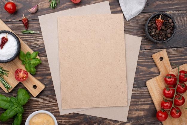 Hoja de papel en blanco con ingredientes para cocinar