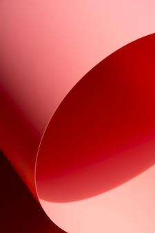 Hoja de papel curvada