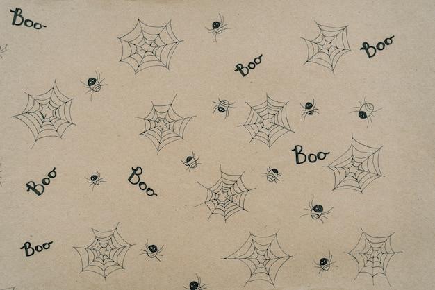 Hoja de papel con pequeñas arañas y pequeñas redes