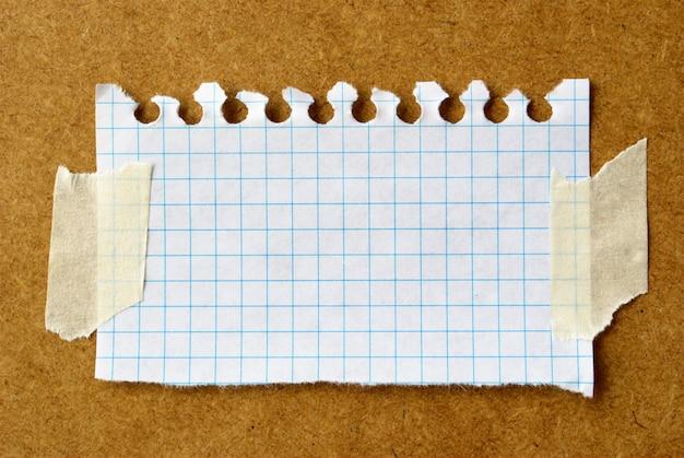 Hoja de papel rasgado