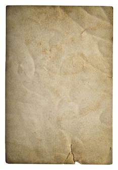 Hoja de papel usada aislada sobre fondo blanco. textura de cartón sucio con viñeta
