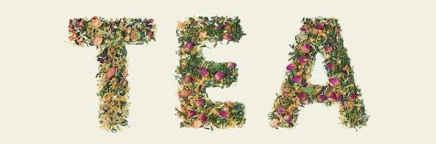 Hoja de té con flores y frutas palabra té, vista superior