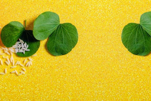 Hoja verde y arroz