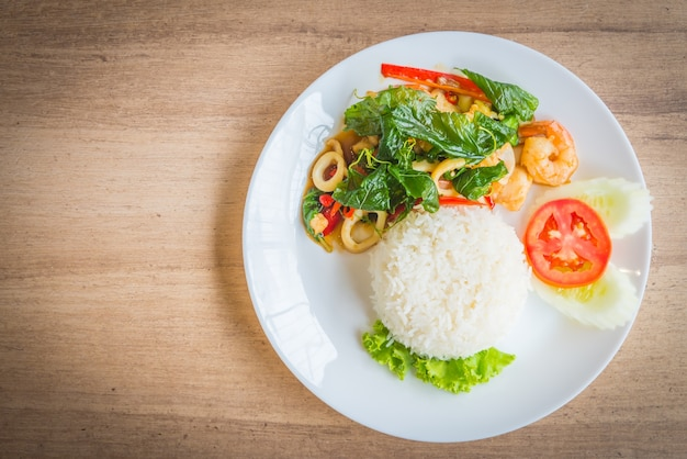 Hoja verde tailandés delicioso albahaca