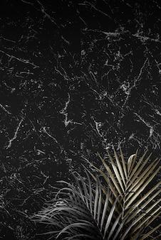Hojas de palmera sobre un fondo con textura de mármol