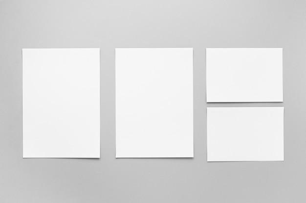 Hojas de papel y tarjetas de vista superior