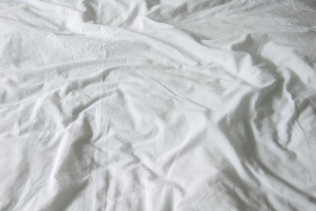Hojas de ropa de cama con espacio de copia. vista superior.